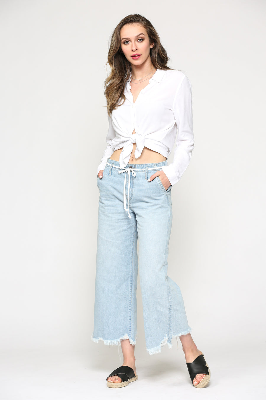 NORI <p/> LIGHT WASH WIDE LEG PANT