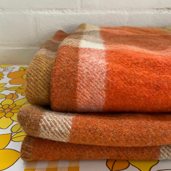 Bright Vintage Wool Blanket 70's Bedroom Up Cycle Good Cond