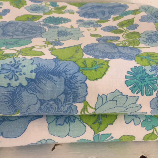 Vintage Cotton Sheet BLUES Retro SEWING Craft Fabric