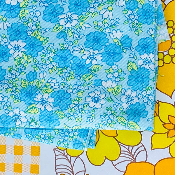 SWEET Floral Blue Vintage Fabric ~ Perfect for Quilting LARGE 450cms