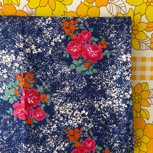 BEAUTIFUL Vintage Fabric LOVING This Print Cotton Floral Sewing 300cms