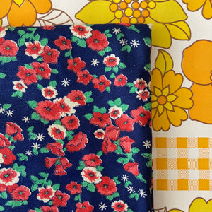 Lovely Vintage Cotton Fabric QUILTING Sewing Patchwork 290cms