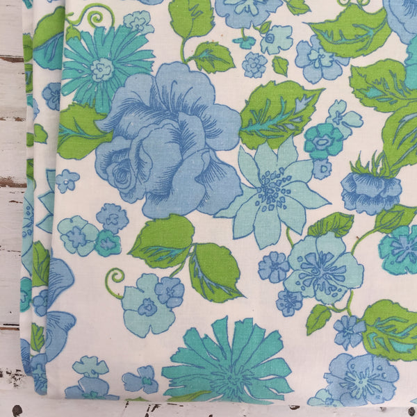 Vintage COTTON Sheet Sewing Craft Quilting RETRO