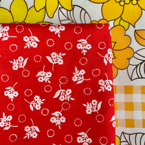 RED Floral Cotton Vintage Craft Patchwork QUILTING LOVE