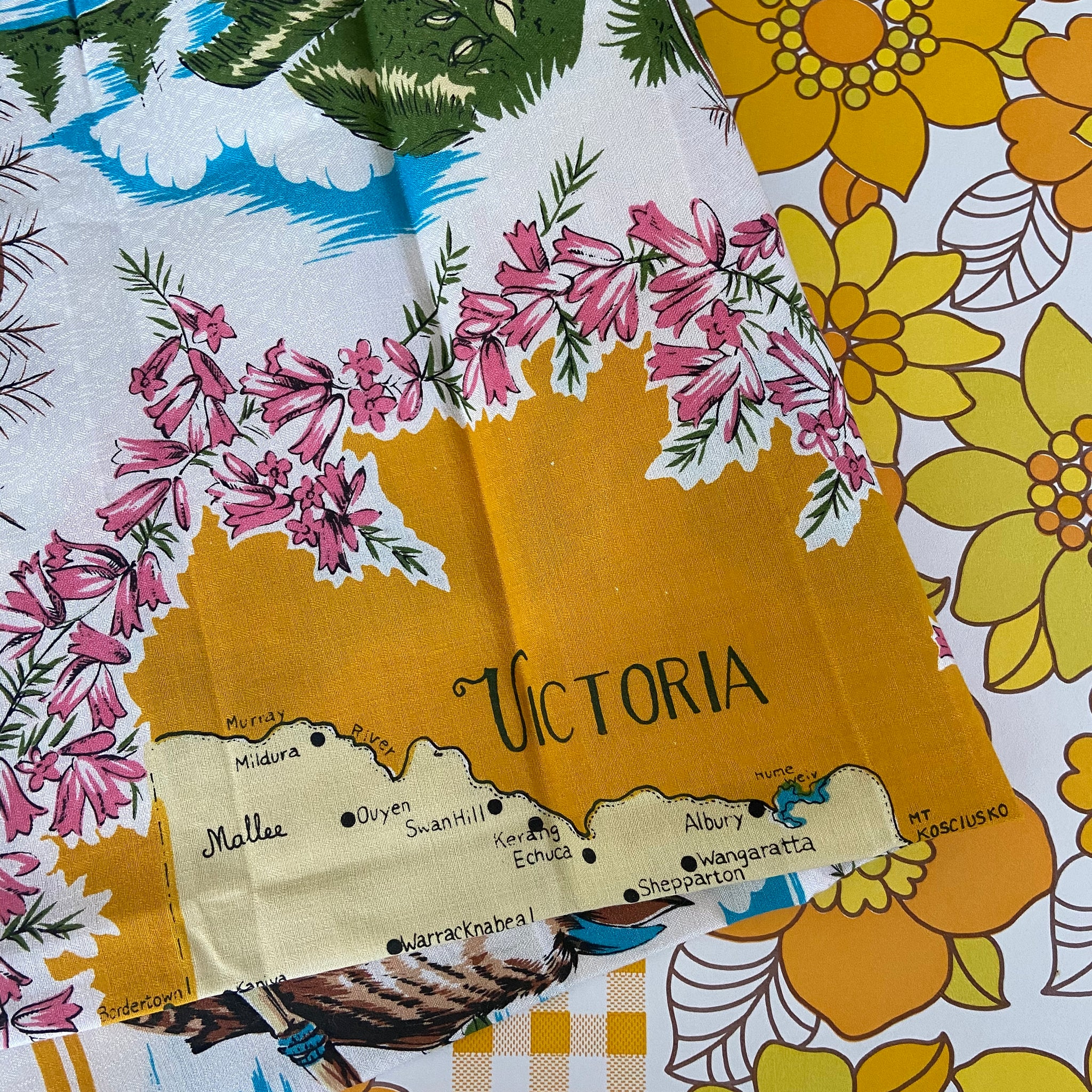 VICTORIA Caravan Souvenir RETRO HOME Linen Tablecloth