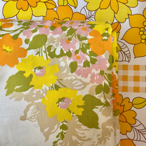 A Beautiful Cotton Quilt Cover of FABRIC VINTAGE Floral Large Bold PRINT