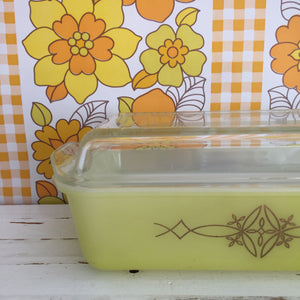 PYREX Yellow Casserole Dish with LID RETRO Kitchen