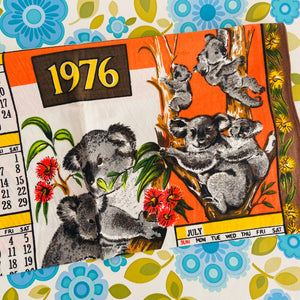 ADORABLE 1976 Tea Towel RETRO Souvenir Collectable