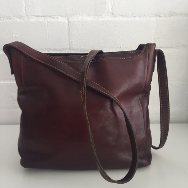 Beautiful Genuine Leather Handbag Several Compartments