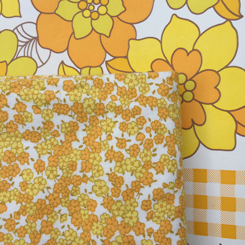 BEAUTIFUL Vintage Yellow FLORAL Fabric Retro Sewing Craft