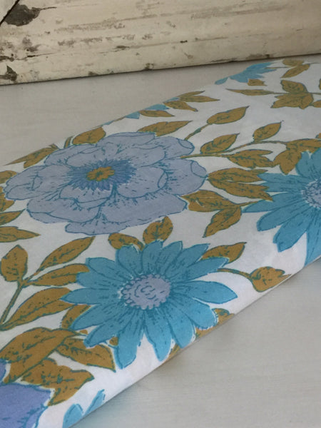 Adorable VINTAGE COTTON SHEET FABRIC 70's RETRO CRAFT Blue