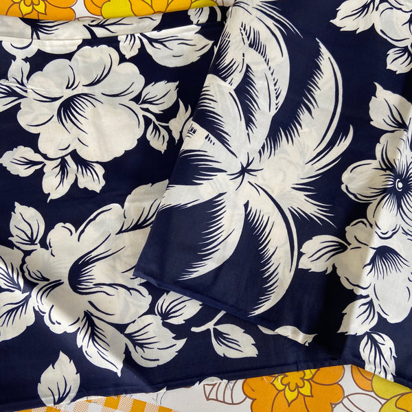 VINTAGE Polished Cotton Hawaiian FLORAL Fabric LOVE this Large Bold PRINT