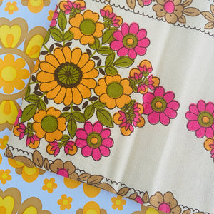 ADORABLE Vintage UNUSED Table CLOTH Floral with NAPKINS