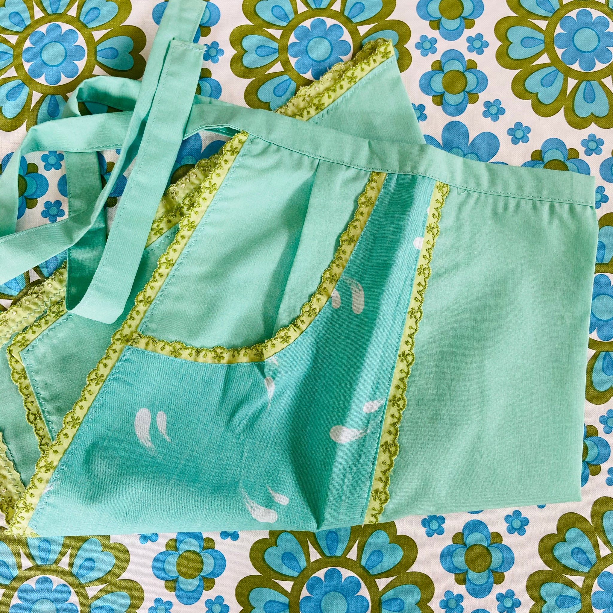 UNUSED Peppermint GREEN Apron Vintage Chic 50's FUN