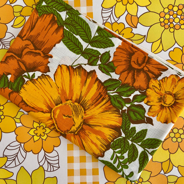 UNUSED Amazing Vintage Table CLOTH Floral Big BOLD Flowers