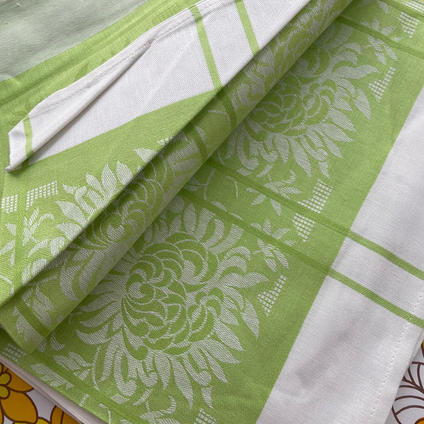Crisp Bright DAMASK Table Cloth Green & White VINTAGE