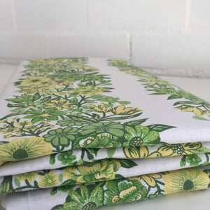 UNUSED Crisp VINTAGE Floral FABRIC Sheet COTTON Craft Home x 1