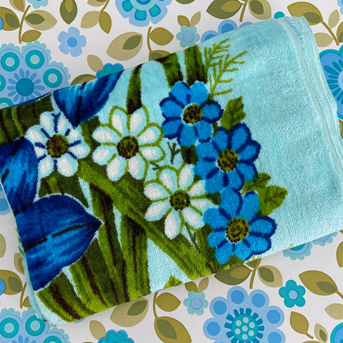 STUNNING Blue Retro Bath Towel Retro Chic