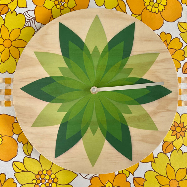 Modern Green Leaf Wall Clock Made with Pine RETRO