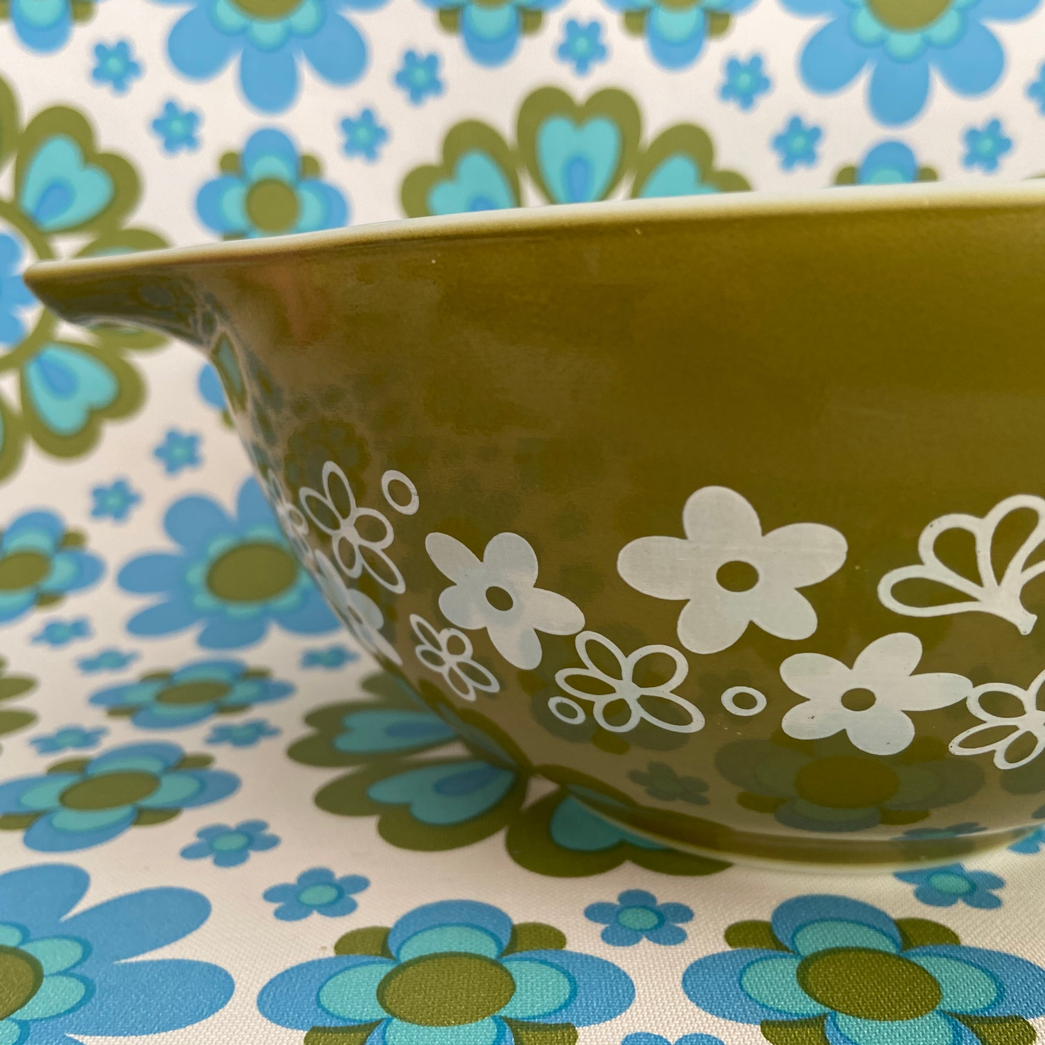 PYREX Green Retro Mixing Bowl 70's EXCELLENT Condition MEDIUM