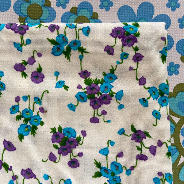 Cute VINTAGE Polyester Fabric Bright FLORAL Pattern