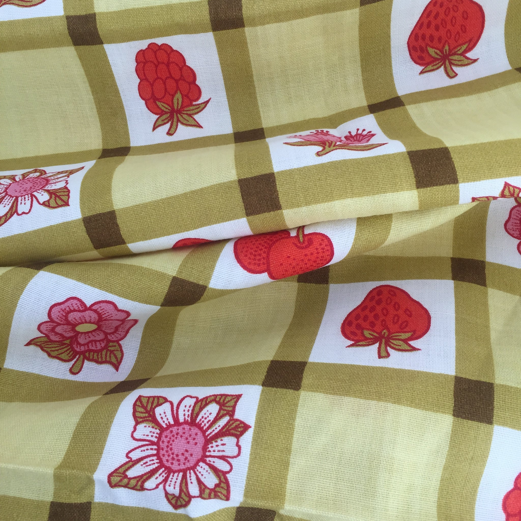 LARGE Vintage Camping Caravan Tablecloth Kitsch Kitchen Table