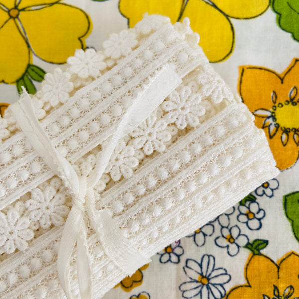 DAINTY Wide VINTAGE Lace Ribbon TRIM STUNNING Craft