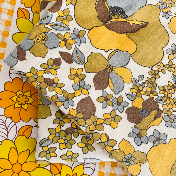RETRO Cotton SHEET Fabric Bright & Even CRAFT Sewing