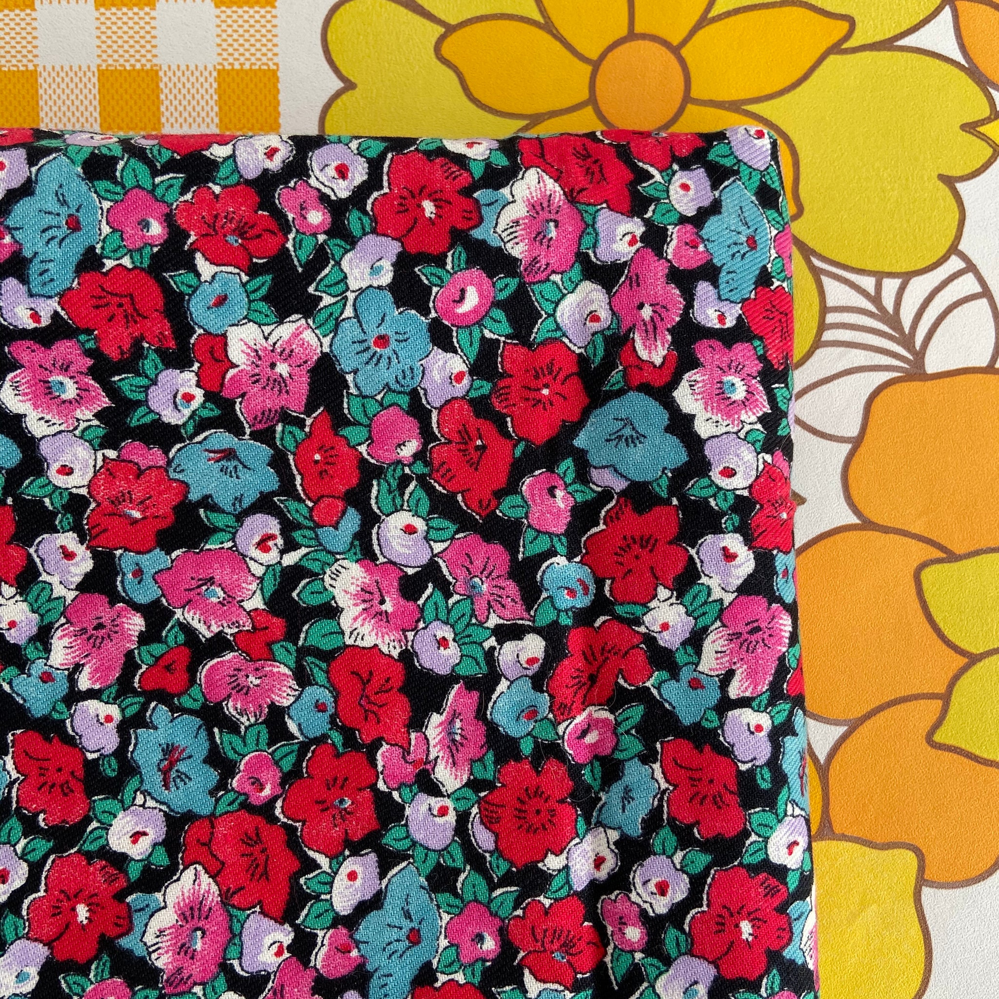Vintage Floral FABRIC Bright COTTON Craft Sewing LOVELY