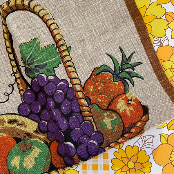 POLISH Tea Towel Fruit KEEPS THE DOCTOR AWAY Vintage 70's LINEN