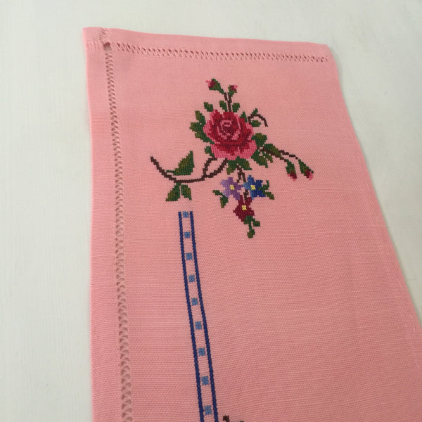 PETIT POINT Table Runner PINK Handmade DOILEY 50's CHARM - Pink Peacock  - 4