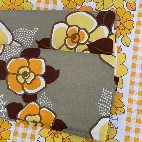 STUNNING Unused Yellow Floral Cotton vintage TABLE CLOTH