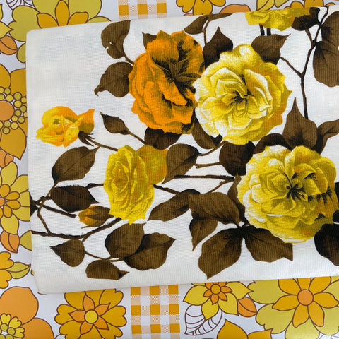 STUNNING Unused STICKER Yellow Floral LARGE Vintage TABLE CLOTH