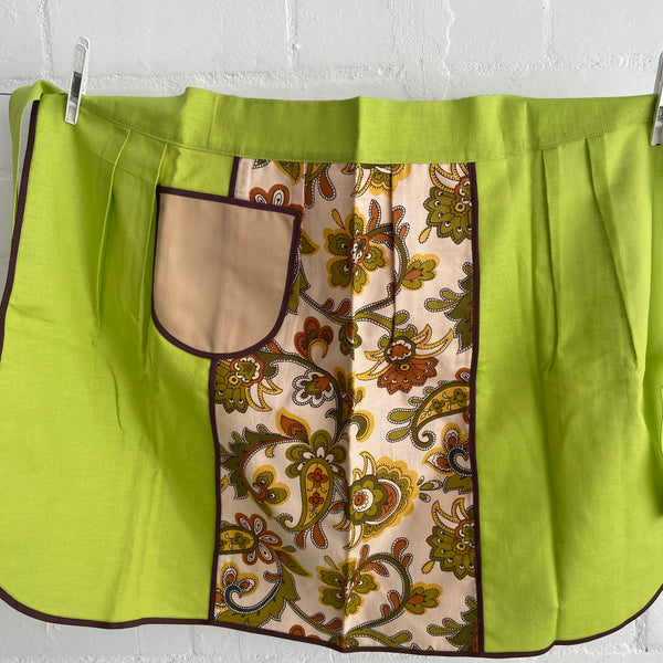 UNUSED Retro Apron Green Brown Floral PRINT 70's Kitchen