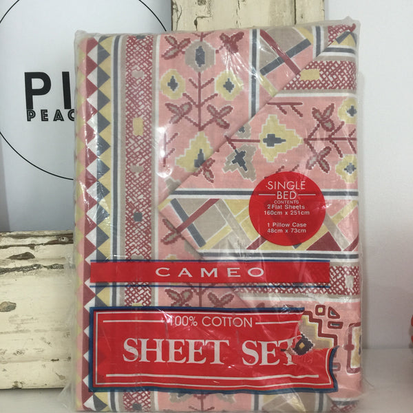 CAMEO 100% Cotton 2 FLAT SHEETS 1 Pillow CASE RETRO FUNKY FUN UNUSED - Pink Peacock  - 1