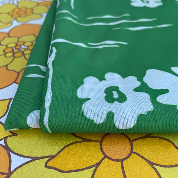 ADORABLE Bright Green FABRIC Craft Sewing RETRO VINTAGE