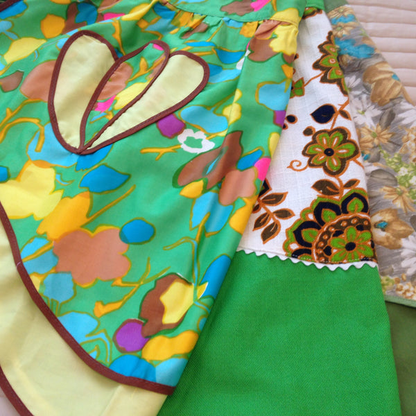 Vintage 50's Apron ~ Beautiful Prints & Fabric ~ Charming - Pink Peacock  - 1
