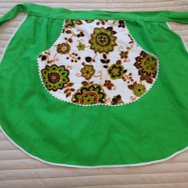 Vintage 50's Apron ~ Beautiful Prints & Fabric ~ Charming