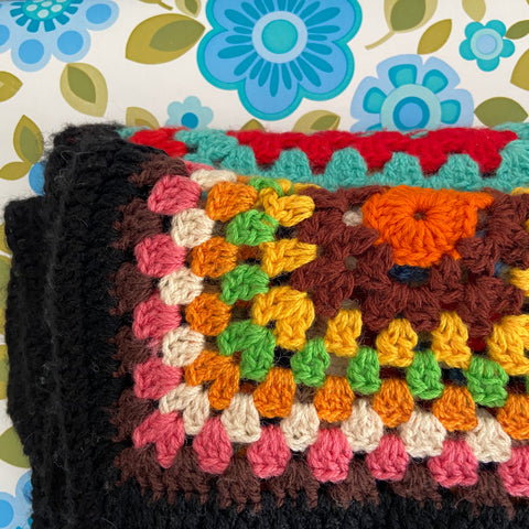 Lovely Retro Crochet Granny Square BLANKET Great Colours