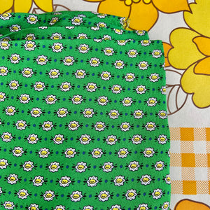 Love VINTAGE Fabric ADORABLE Vintage Cotton Green BRIGHT Craft Sewing