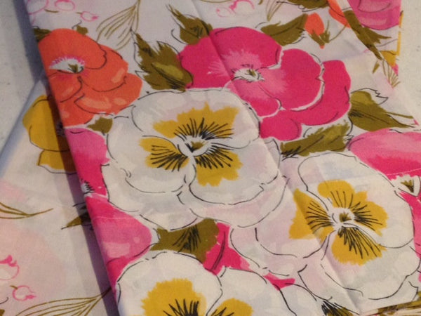 A Pair of VINTAGE Sweet Bright Floral Pillow Cases Cotton - NEW Label - Pink Peacock  - 3