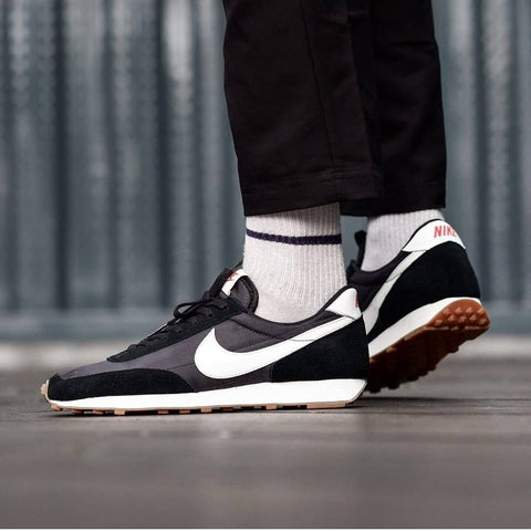 NIKE DAYBREAK Black White Gum