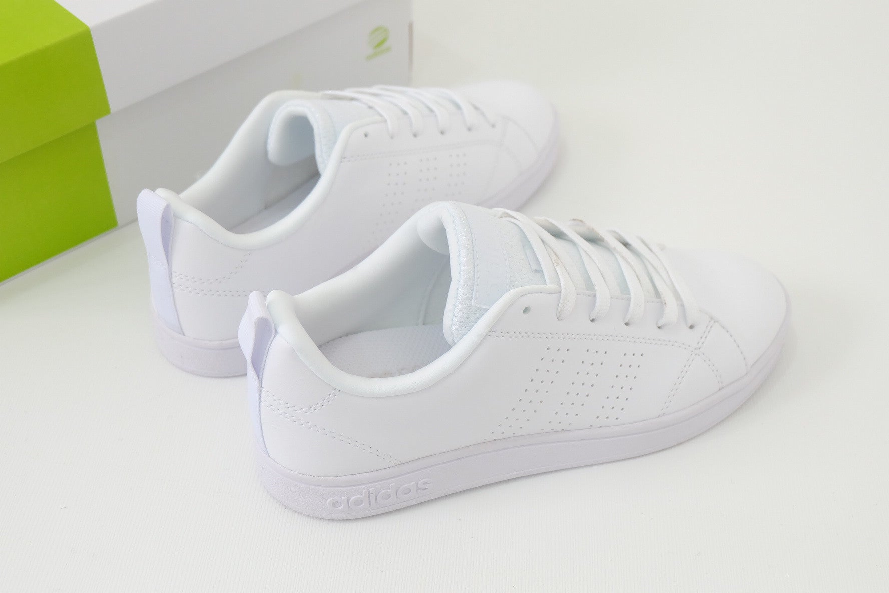 adidas cloudfoam advantage white
