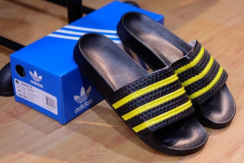 ADIDAS ADILETTE Black Yellow Strip (Size Men Complete)