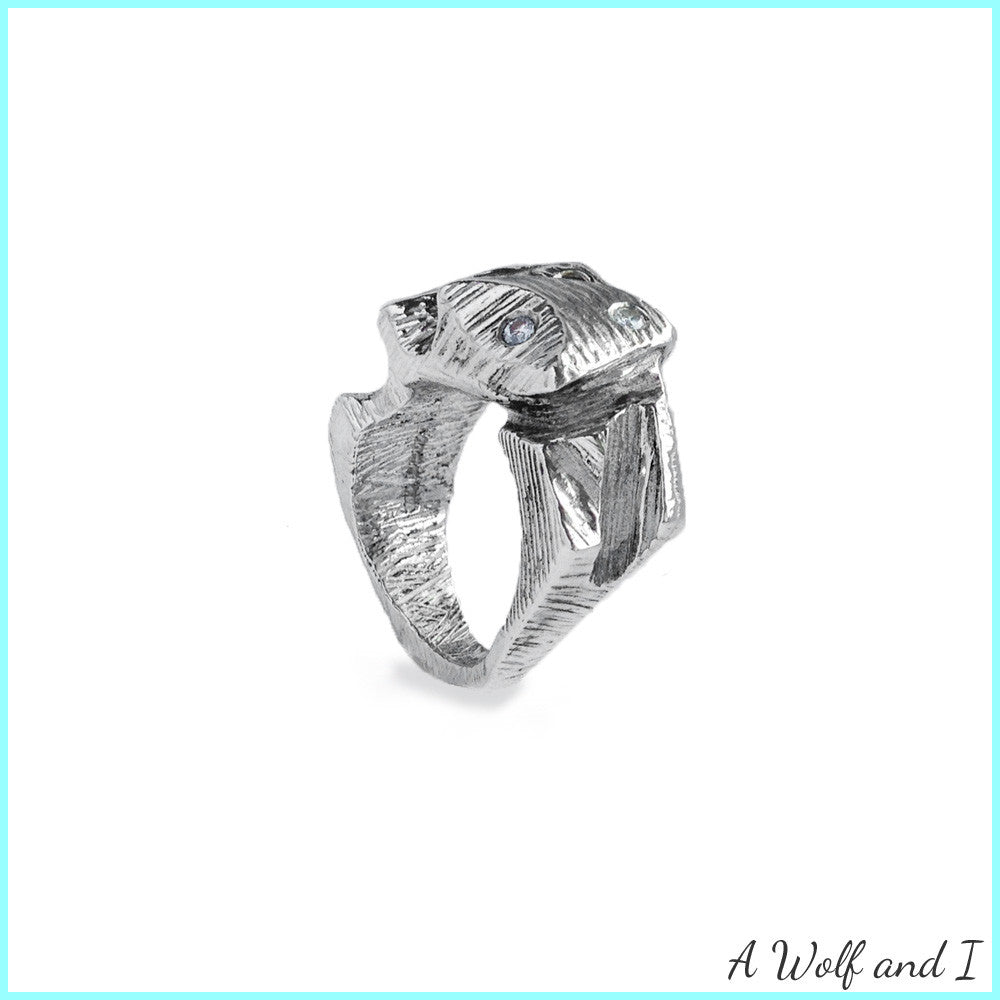 Troll ring with diamonds