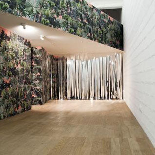 Client Case Study:  Guisy Pirotta commissioned us to print their designs onto both fabrics and wallpapers. The installation at the Galleria Massimo de Luca, Venice.