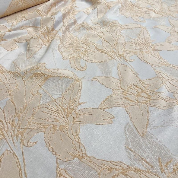 Floral Reef Jacquard Table Napkin in Champagne