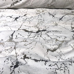 Marble Jacquard Table Runner in Silver