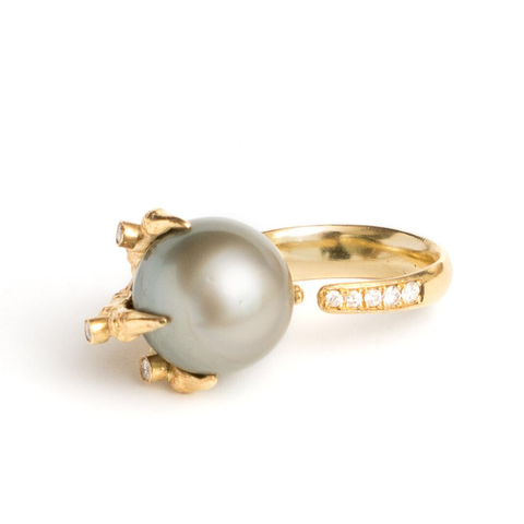 18K Yellow Gold Claw Ring with Tahitian Pearl and Diamonds