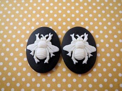 25x18mm Bee Cameo (2) - L793 Jewelry Finding